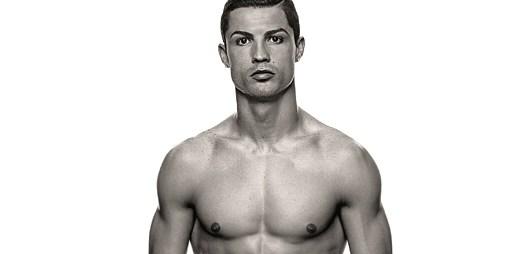 Fotbalista Cristiano Ronaldo nafotil vlastní řadu spodního prádla CR7