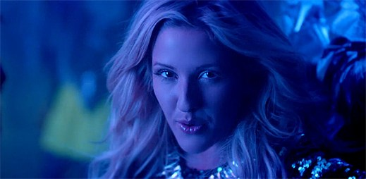 Ellie Goulding naplno prožívá jednu z nejlepších nocí v klipu Goodness Gracious