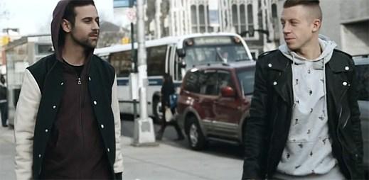 Macklemore a Ryan Lewis šokovali cestující v autobusu svým vystoupením