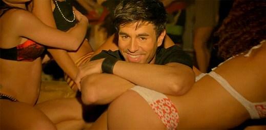 Pitbull je vážně všude! Teď se objevil v novém klipu I'm A Freak od Enriqua Iglesiase