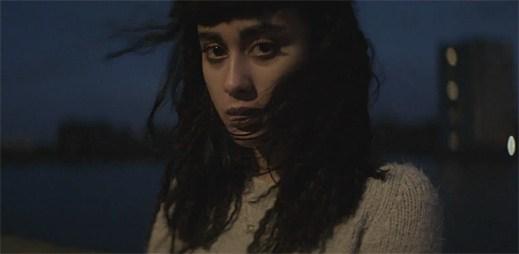 Natalia Kills hledá lásku pomocí sexu, drog a nasílí. Najde ji v novém klipu Trouble?
