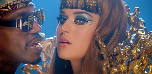 Katy Perry zazářila jako Kleopatra v novém klipu Dark Horse
