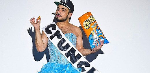 Americký queer umělec AB Soto se rád vymyká normálu