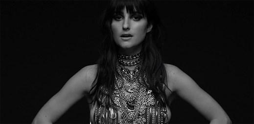 Zpěvačka Banks natočila děsivý klip Brain