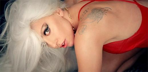 Lady Gaga je po dlouhém čekání zpět. Nový klip G.U.Y. musíte vidět!