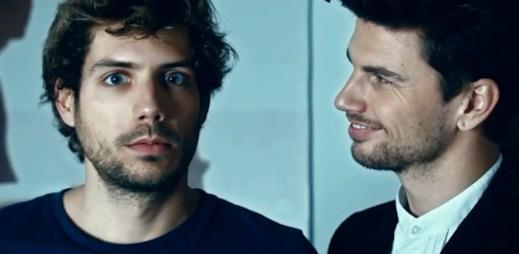 Gay reklama na novou zubní pastu Signal? Kdo by neodolal!