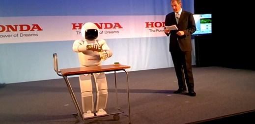 Robot Asimo je jako člověk. Umí chodit, skákat a potkal se s prezidentem Obamou