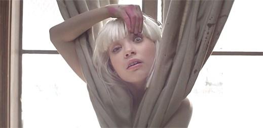 Sia vydala nový klip Chandelier, ve kterém se opět neobjevila
