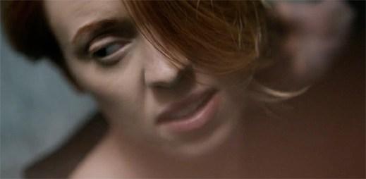 La Roux: Videoklip k fantastickému singlu Let Me Down Gently