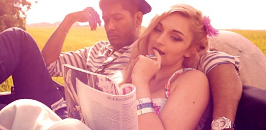Zpěvačka Christina Delaney vydala nový letní videoklip Svět je náš