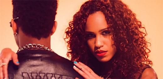 Zpěvačka Cover Drive zaujme exotickým vzhledem, klip Love Junkie se ale hodí spíše do klubů