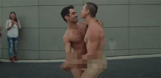 Mezinárodní den nahoty: Televize to oslavila nahými tanečníky!