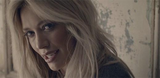 Kovbojka Hilary Duff zazářila v novém klipu All About You