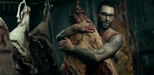 Divoký sex v klipu Animals od Maroon 5