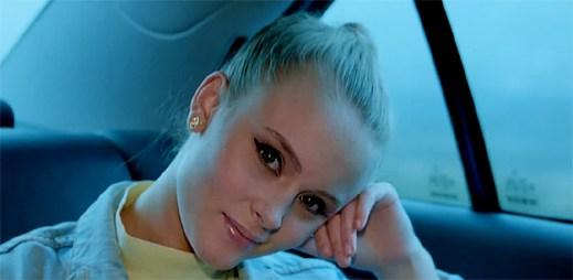 Stoupající hvězda Zara Larsson natočila klip Rooftop o nenaplněné lásce