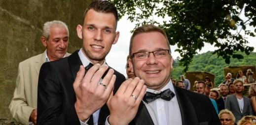 Gay svatba: Matěj Smlsal a Luboš Procházka v autentickém videu osudového dne