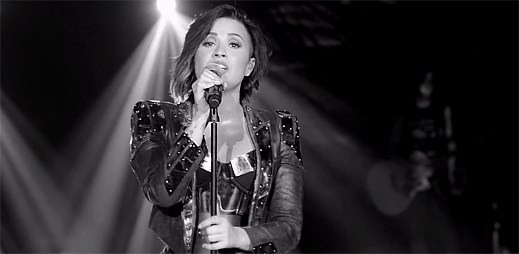 Demi Lovato dala svým fanouškům vánoční dárek v podobě hudebního klipu Nightingale
