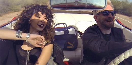 DJ Fresh a Ella Eyre po loupeži unikají policistům v klipu Gravity