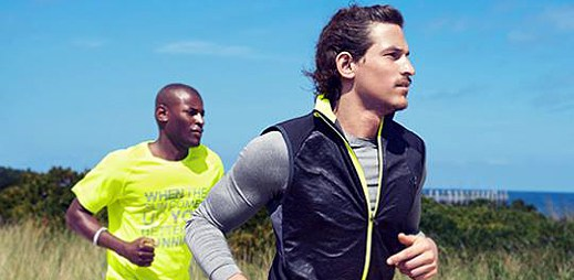 Dejte se do boje s vánočními kily se sportovní kolekcí H&M