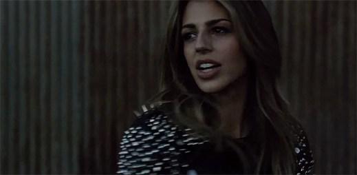 Brooke Fraser hledá svou vlastní identitu v klipu Kings & Queens