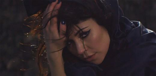 Marina And The Diamonds tančí na sopečné půdě v klipu I'm a Ruin