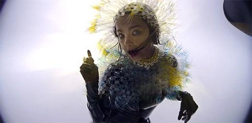 Björk ukazuje tlukot svého srdce v klipu Lionsong