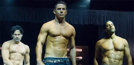 Přehlídka namakaných krasavců filmu Bez kalhot XXL škádlí další upoutávkou