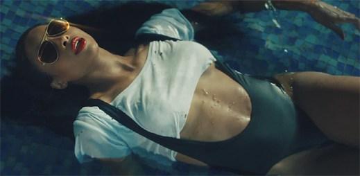 K milování nepotřebujete postel vzkazuje Ciara v klipu Dance Like We're Making Love