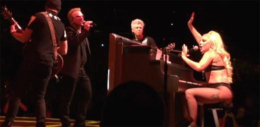 Velké překvapení na koncertě U2. Bono si zazpíval s Lady Gaga píseň Ordinary Love