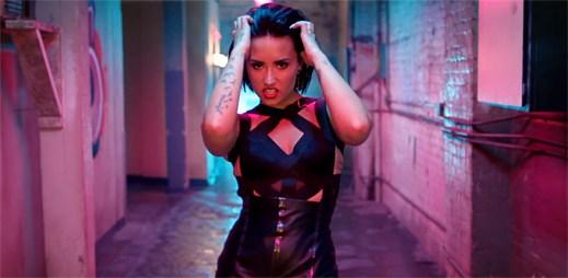 Demi Lovato v sobě probouzí skrytou šelmu novým klipem Cool for the Summer