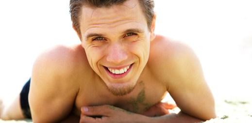 Gay dovolená v Palm Springs: Lenošení u luxusních bazénků mezi spoustou gayů