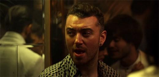 Disclosure a Sam Smith míří do klubu ve futuristickém městě v klipu Omen