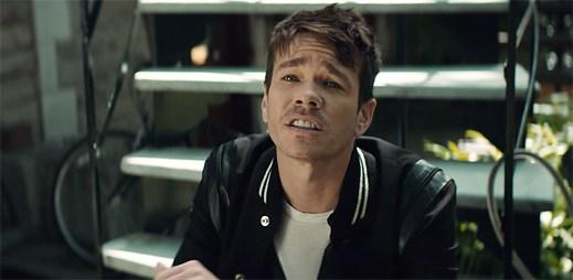 Nate Ruess si deštěm zkazit náladu nenechá v klipu Great Big Storm