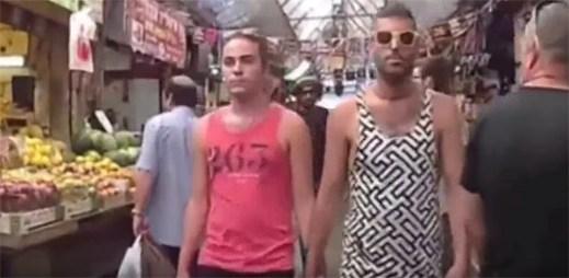 Video: Gay pár se drží za ruce v ulicích Jeruzaléma. Kolemjdoucí lidé jsou překvapivě tolerantní!