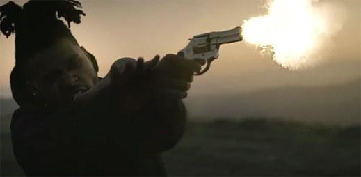 The Weeknd v klipu Tell Your Friends vykonává nemilosrdnou pomstu