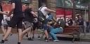 Vyhrocená situace: Gay pár se držel za ruce v centru Kyjeva. Útočníci je kvůli tomu fyzicky napadli!