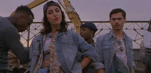 Lilly Wood a The Prick si ujasňují svůj vztah na vrakovišti v klipu I Love You