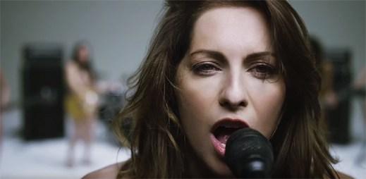 AWOLNATION oslavují ženy v celé své kráse v klipu Woman Woman