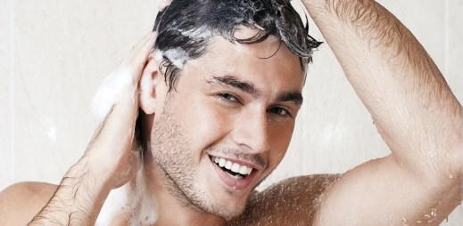 Tři nejčastější hříchy při mytí vlasů. Nedopouštíte se jich také?