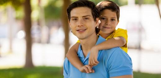 Brzy se dozvíme, jestli český Ústavní soud povolí homosexuálním párům adoptovat děti