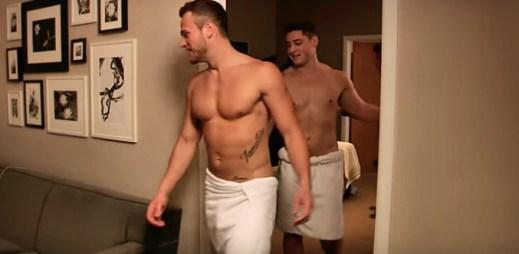 Heterosexuál prozradil, jak reagovala jeho přítelkyně, když zjistila, že je hvězdou gay porna