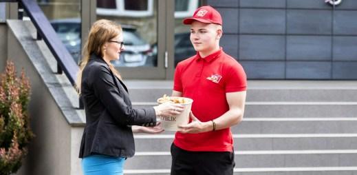 KFC rozjíždí vlastní rozvážku jídla. Kurýři vám dovezou jídlo zdarma až domů