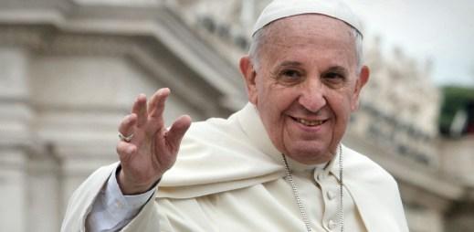 Papež František: Katolická církev by měla požádat homosexuály o odpuštění