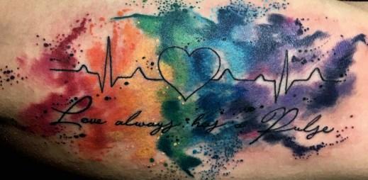 Podívejte se na 20 tetování, které si nechali gayové udělat jako poctu obětem masakru v Orlandu