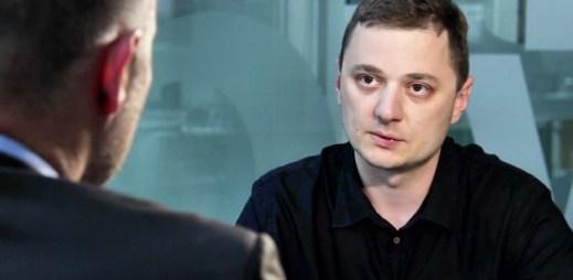Aleš Rumpel v DVTV: Homosexuální rodiny nyní žijí v nejistotě. Společnost jim dává najevo, že jsou horší