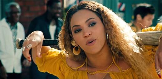 Beyoncé s baseballovou pálkou ničí auta v klipu Hold Up