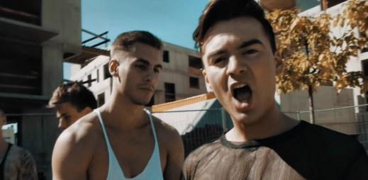 Renato Salerno v novém gay klipu Love Emergency loví namakané zajíčky