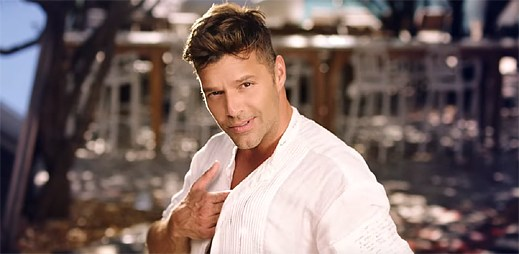Gay zpěvák Ricky Martin natočil klip ke španělskému hitu Vente Pa' Ca