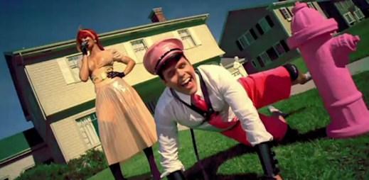 Sadomasochistická Rihanna v novém klipu S&M