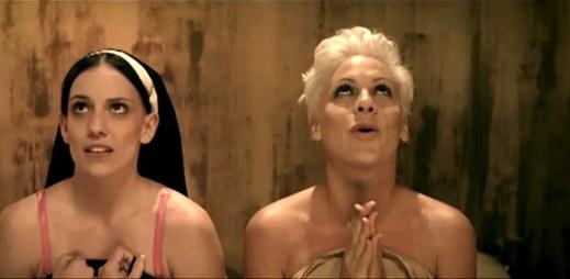 Gay kluci ve videoklipu Pink